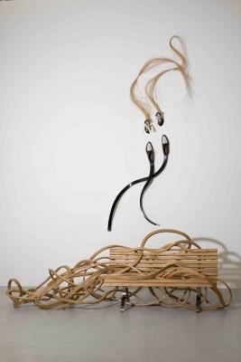 Retour végétal (bois sculpté et acier, 2015) et Milonga (chaussures, bois et fibre naturelle, 2015) © Rodrigo Reinoso