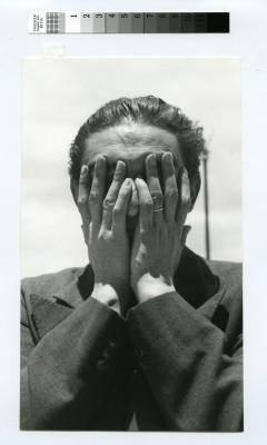Lola Álvarez Bravo, Julio Castellanos, 1946. Tiraje de época, 23,4 cm x 13,7 cm Colección Fundación Televisa, México