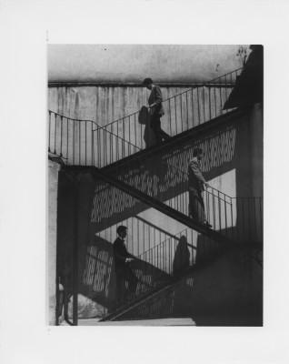 Lola álvarez Bravo Unos suben, otros bajan, 1940, tiraje moderno. 25,3 x 20,2 cm Colección Fundación Televisa, México
