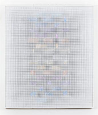 © Iván Contreras. Colores sobre blanco. Malla, acrílico, nylon y madera (2012). 90 x 80 x 9 cm