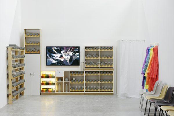 Vista de la exposition de Mika Rottenberg, Palais de Tokyo (23.06 – 11.09.2016). Foto : Aurélien Mole