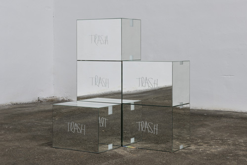 Stefan Brüggemann Trash Mirror Boxes (After MV), 2015 © Cortesía del artista y de Parra & Romero